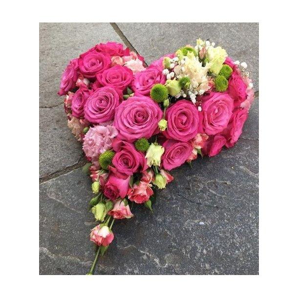 Rosa blomsterhjerte til begravelse