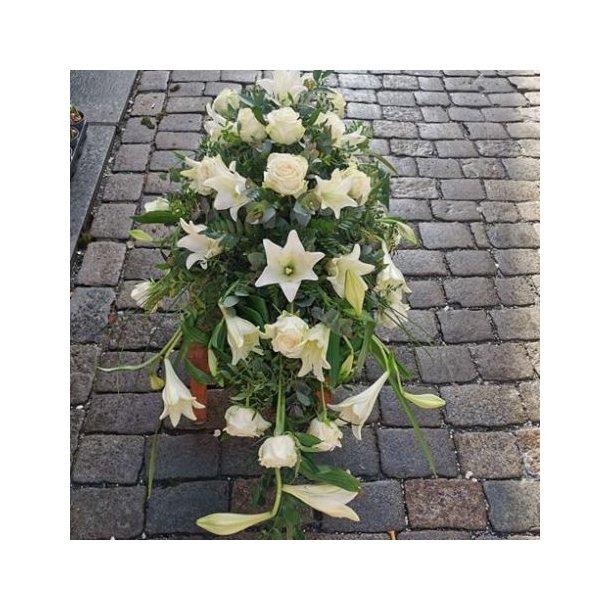 Kistedekorasjon, hvit med liljer