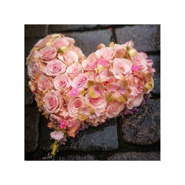 Rosa rosehjerte til begravelse