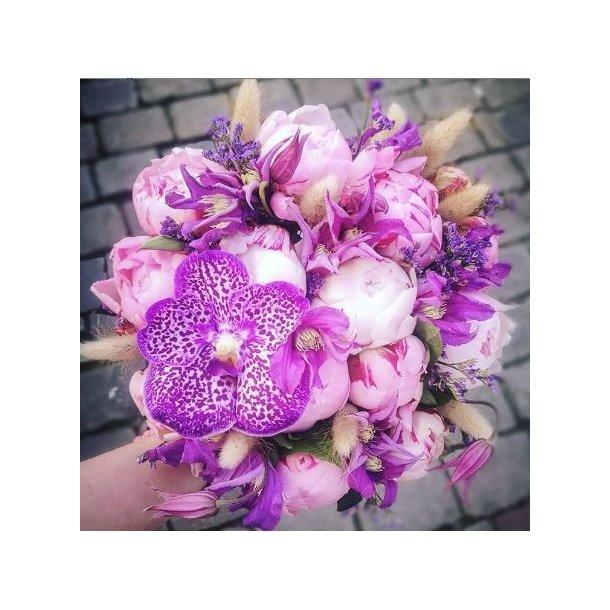 Kompakt lilla bukett